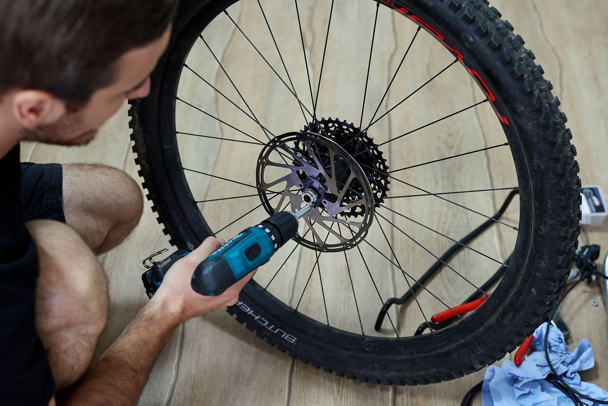 BORN Workshop Bremsen Montage beim E-MTB