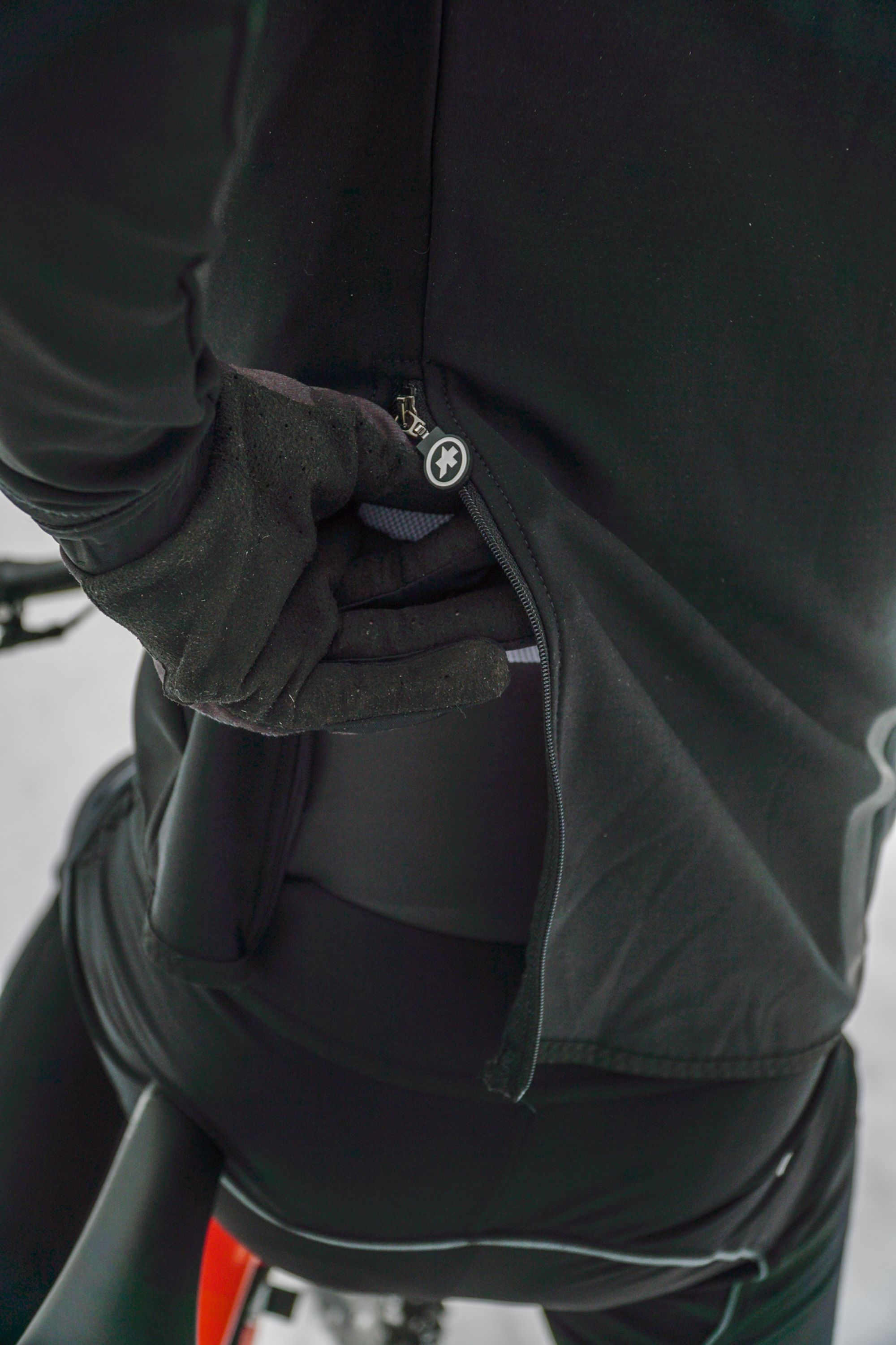 Im Test: Assos Trail Winter Softshell Jacket und Cargo Pants