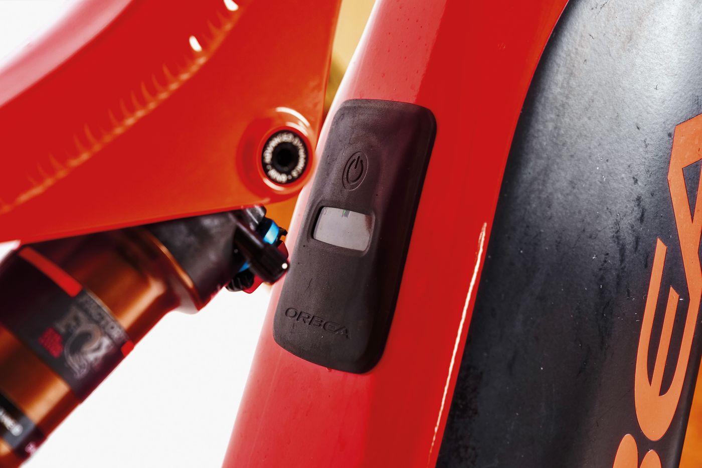 Orbea Wild FS10 29 - Schalter für Antrieb im Oberrohr