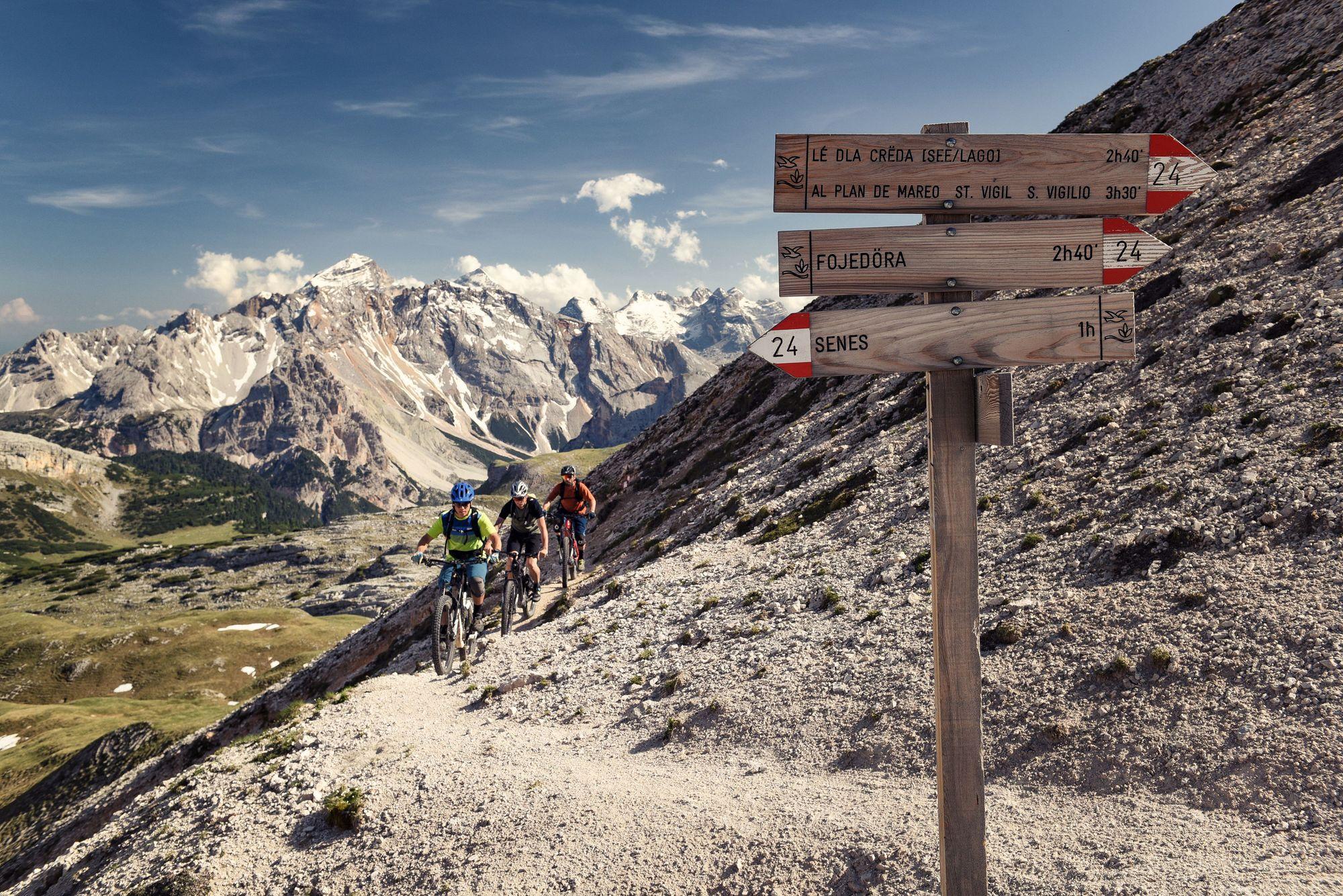 Durch ein Meer aus Stein:   Mit dem E-MTB in den Dolomiten