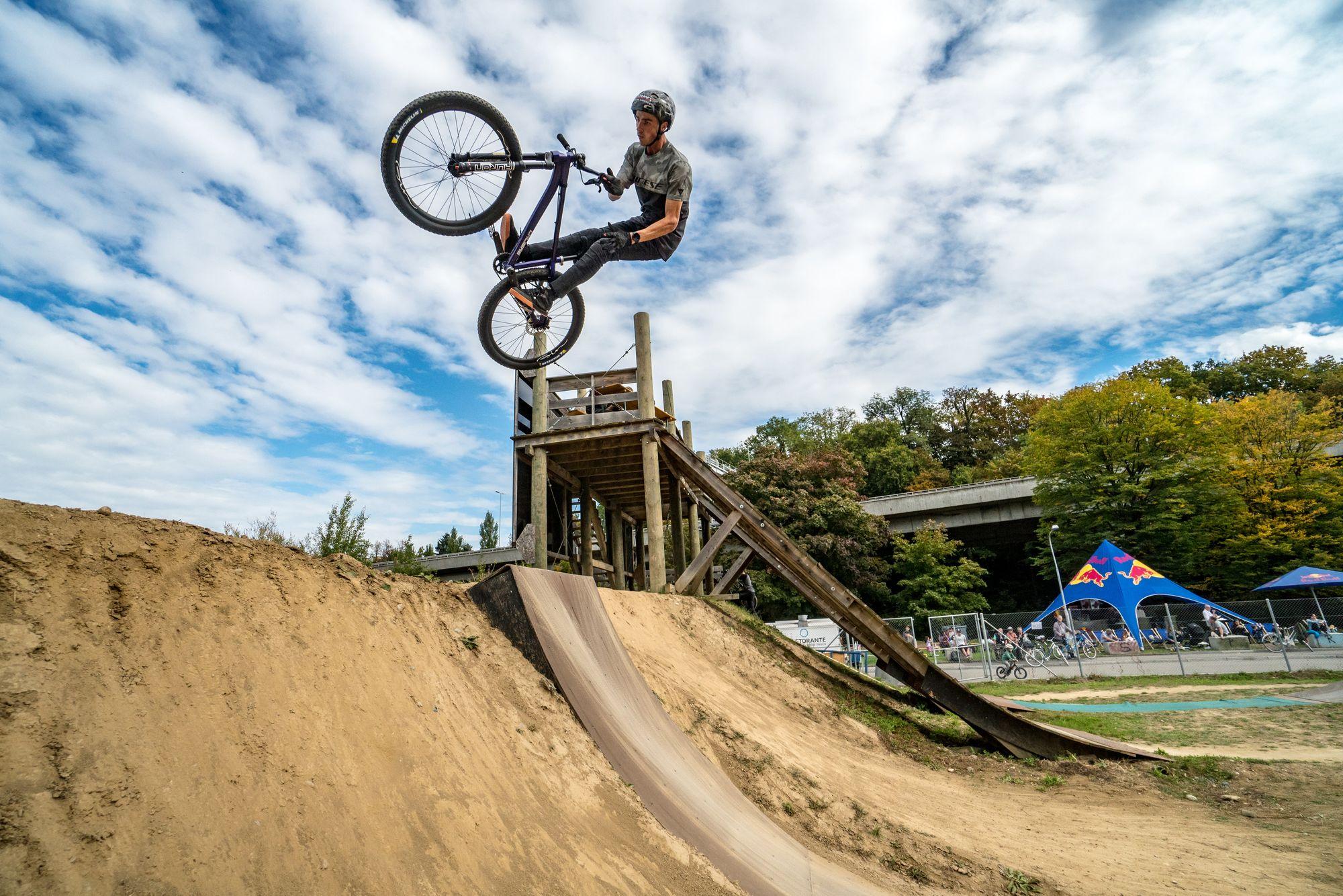 Dirt Contest im   Züritrails Jumppark