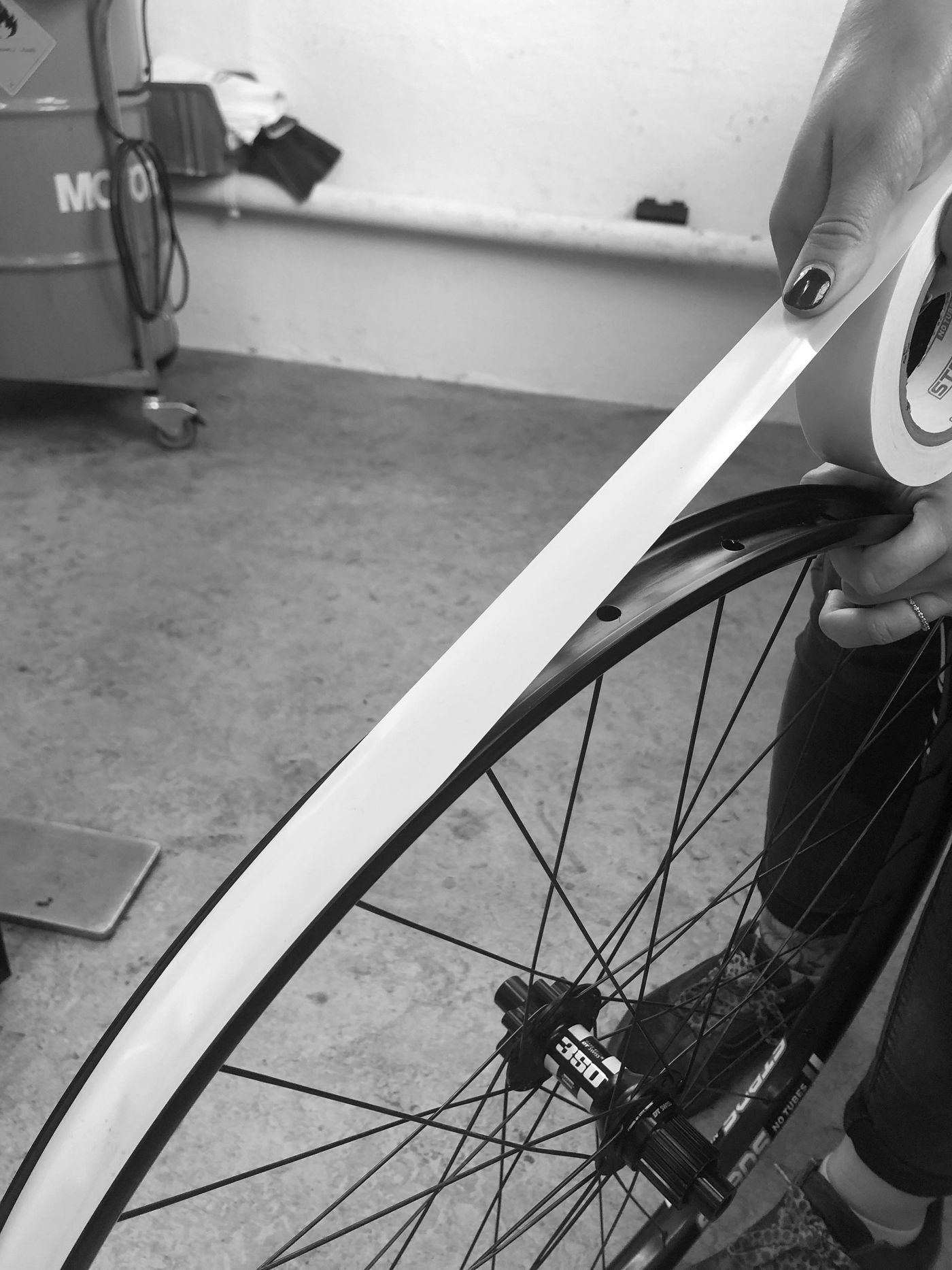 Tubeless Montage - Felgenband aufziehen