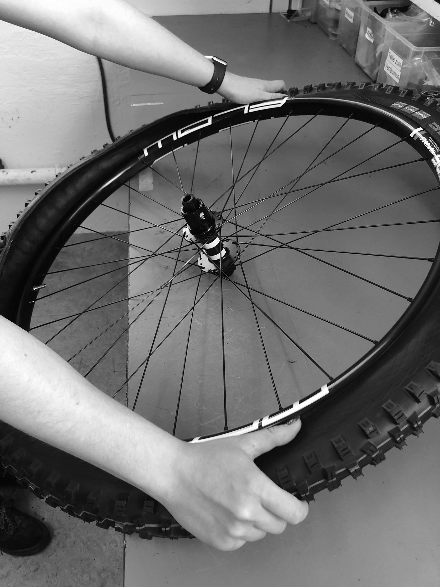 Tubeless Montage - Reifen aufziehen