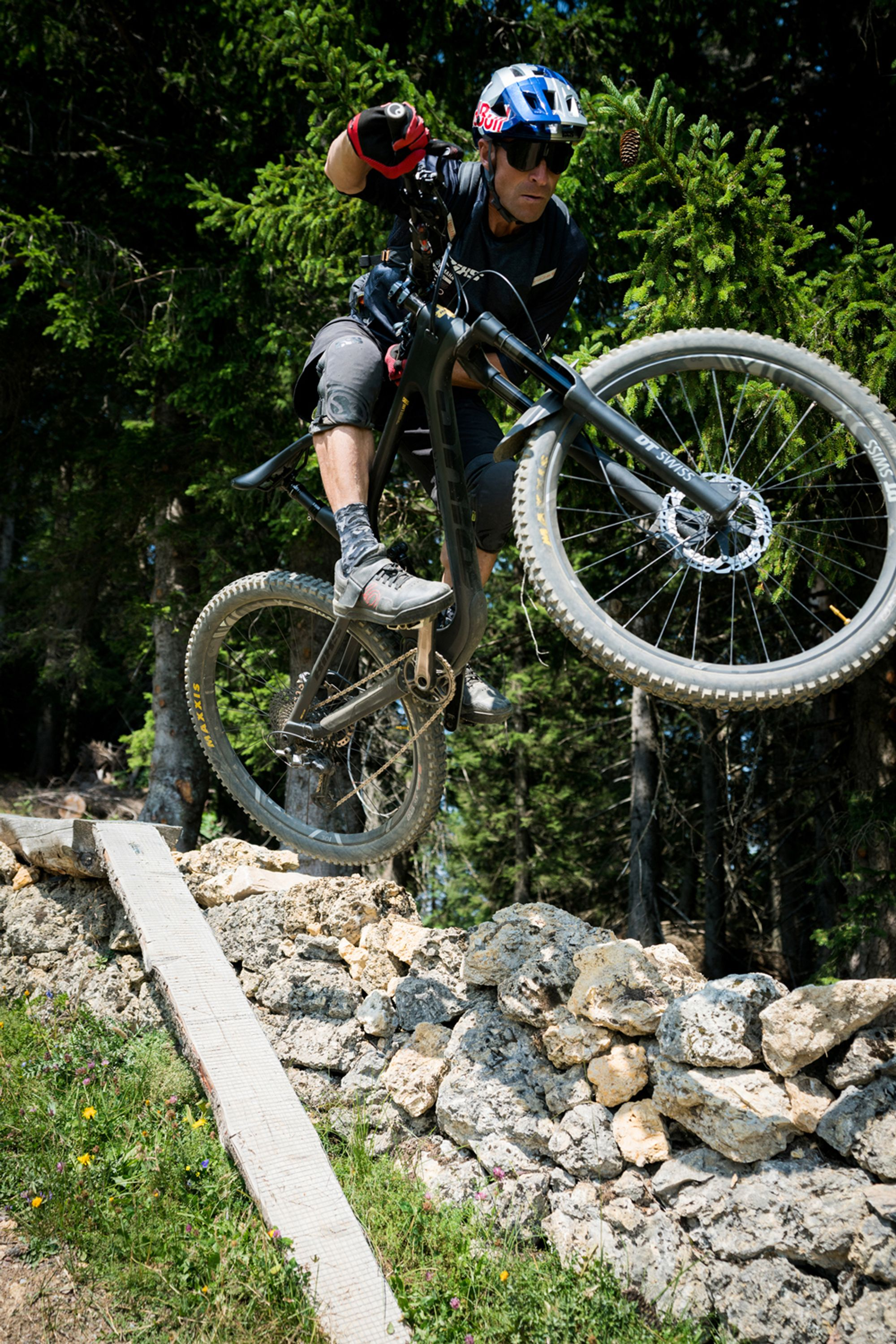 Red Bull DIY: Trailbau mit René Wildhaber